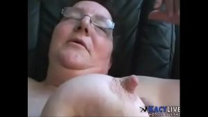 Cumming On This Old Granny – KacyLive.com